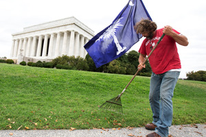 Chris Cox of Mount Pleasant, S.C., rakes leaves near the Lincoln Memorial in Washington.  Cox has taken it upon himself to mow and clean up the grounds. Photo / AP