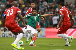Mexico's Carlos Pena, center right, attempts a goal surrounded by Panama's Eybir Bonaga, left, Roman Torres, right, and Amilcar Henriquez during a 2014 World Cup qualifying match. Photo / AP.