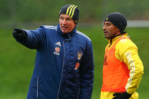 Coach Ernie Merrick speaks to Carlos Hernandez during a Wellington Phoenix A-League training session. Photo / Getty Images