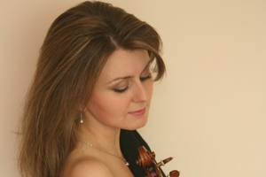 Russian violinist Natalia Lomeiko transfixed the audience.