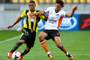 Kenny Cunningham of the Phoenix is tackled by Thomas Brioch of the Roar during the round one A-League match between Wellington Phoenix and Brisbane Roar. Photo / Getty Images.