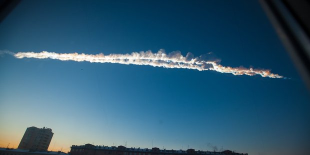 Feb. 15, 2013 file photo provided by Chelyabinsk.ru, a meteorite contrail is seen over the Ural Mountains' city of Chelyabinsk. Photo / AP