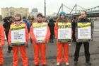 Supporters of the thirty Greenpeace activists being detained in Murmansk in Russia gathered in the Russian capital Friday in a show of solidarity.
