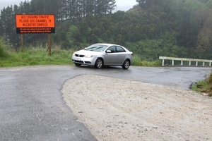 The seal of Wanganui's Tokomaru West Rd is interrupted by patches of shellrock. PHOTO/BEVAN CONLEY 151013WCBRCWEST01