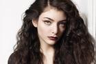 Lorde has spent her fourth week on top of the US singles charts.