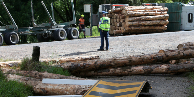 Logging truck crash on Mangakahia Rd. PICTURE/Michael Cunningham