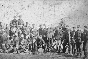 General Cameron (leaning against the left of wheel) with soldiers of the Colonial Defence Force at Gate Pa. (Alexander Turnbull Library)