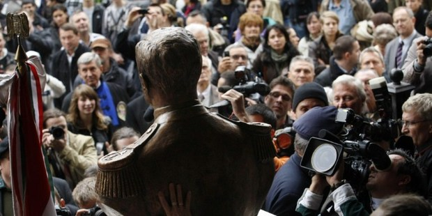 Photographers, cameramen and visitors crowd around a statue-bust of Hungary's wartime leader Miklos Horthy after it was unveiled in Budapest. Photo / AFP