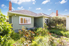 12 Felix St, Onehunga, a recently renovated 2-bedroom home passed in at $570,000 with a starting bid of $500,00.
