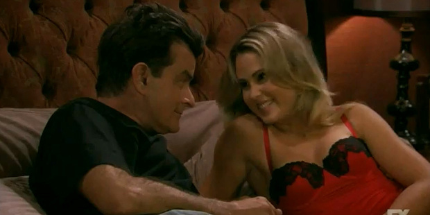 Loading Charlie Sheen and Anna Hutchison in Anger Management.