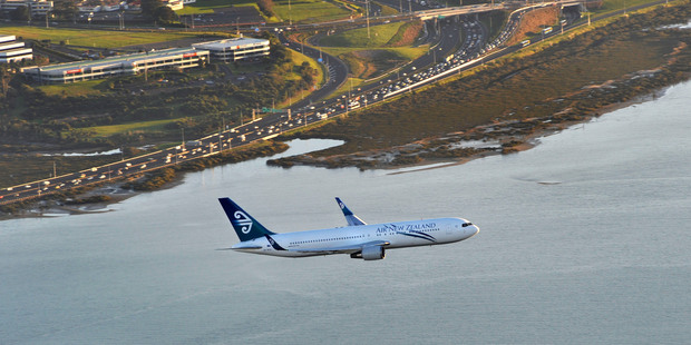 Air New Zealand's share sell-down may come at a slight discount, an analyst predicts. Photo / NZ Herald
