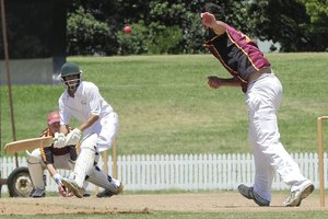 Prolific Bay of Plenty batsman Bharat Popli top scored with 90 in Bay of Plenty's well-timed pursuit of Counties Manukau's total on the first day of the Brian Dunning Cup.