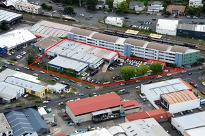 The 4897sq m site for sale at 1 Taylors Rd, Morningside, is marked by a red border.