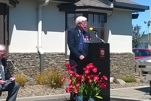 Lt Colonel David Ogilvy addressing the crowd at the Tauranga RSA service for Armistice Day.