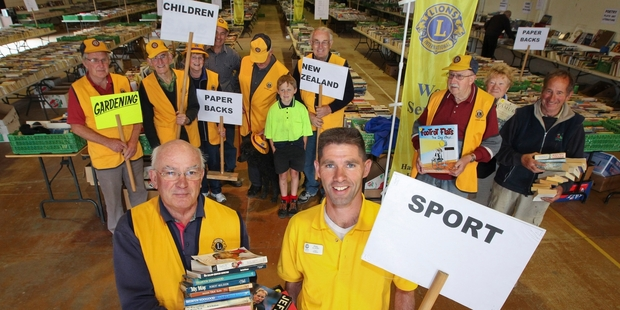 READY SET: Robin Nairn and Phil Allport and their team have the book sale organisation down to a fine art. PHOTO/GLENN TAYLOR HBT134268-02