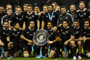 The All Blacks pose with the trophy after the QBE International match between England and New Zealand at Twickenham Stadium. Photo / Getty Images.
