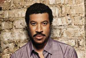 Lionel Richie is coming back with tour buddy John Farnham.