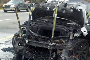 In this Wednesday, Nov. 6, 2013 photo provided by the Tennessee Highway Patrol, emergency workers respond to a fire on a Tesla Model S electric car in Smyrna, Tenn. Photo / AP