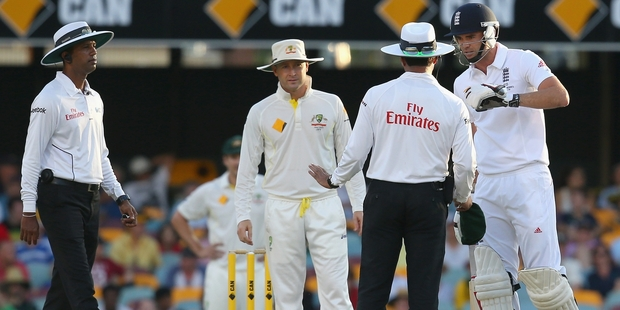 Australia's Michael Clarke looks on as umpire Aleem Dar speaks to England's Jimmy Anderson after a verbal altercation. Photo / Getty Images