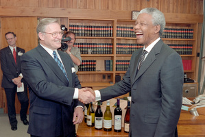 Nelson Mandela's visit to New Zealand, November 1995. At Parliament, meeting with Jim Bolger. 15 November 1995. Photo / NZ Herald