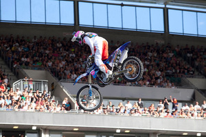 Luke Smith, one of the few Kiwis starring in the Nitro Circus show, performed despite being attacked on Thursday night.  Photo / Neville Marriner