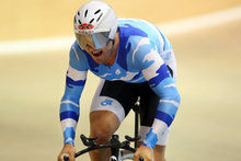 Simon Van Velthooven in action on the way to a new national record in the 1000m time trial. Photo / Dianne Manson Photography