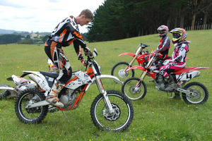 Chris Birch uses the Freeride to demonstrate standing turns to Graeme Prouting and Cara Brown. The bike's manoeuvrability is one of its greatest assets. Pictures / Jacqui Madelin
