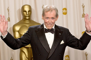 2003 file photo, Peter O'Toole appears backstage without his Oscar after receiving the Academy Award's Honorary Award during the 75th annual Academy Awards in Los Angeles. Photo / AP