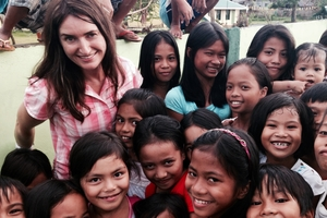 3rd Degree  reporter Paula Penfold with children in the Philippines.