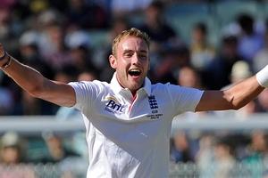 England's Stuart Broad celebrates taking the wicket of Australia's Ryan Harris for six runs.Photo / AP