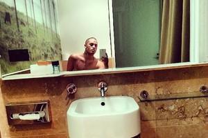 Stan Walker's toilet selfie. Photo / Stan Walker