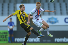 Jeremy Brockie, of Wellington, and Jack Clisby, of Perth fight for the ball. Photo / Getty Images