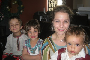 Dita De Boni with her three children (l-r) Laith, 6, Farah, 4, and Tahir, 16-months.Photo / Supplied