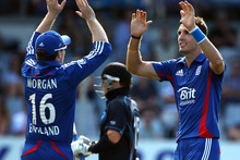 Steven Finn of England (R) celebrates his wicket of Nathan McCullum of New Zealand (C) with Eoin Morgan (L). Photo / Getty Images.