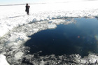 A circular hole in the ice of Chebarkul Lake shows where a meteor reportedly struck near Chelyabinsk, about 1500km east of Moscow. Photo / AP