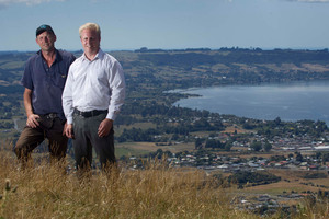 Rotorua MP Todd McClay (right) and Rotorua-Taupo Federated Farmers provincial president Neil Heather. Photo / Alan Gibson
