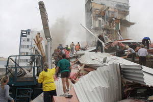 Police and volunteers work to rescue people trapped in the collapsed CTV building on 22 February, 2011. Photo / Geoff Sloan