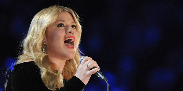 Kelly Clarkson performs at the Grammy Awards. Photo/AP