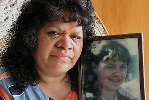 Ida Hawkins, nine years ago with a picture of her daughter, Colleen Burrows, 16, who was murdered in 1987. Photo / File