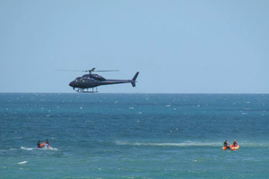 Police prepare to shoot a shark after the fatal Muriwai Beach attack on a swimmer. Photo / Tracy Howarth