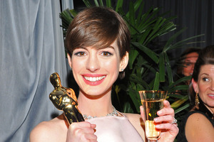 Anne Hathaway made a last minute dress switch for the Oscars.Photo / AP