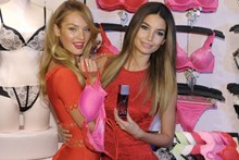 Victoria's Secret supermodel Lily Aldridge (r) doesn't mind male attention.Photo / AFP