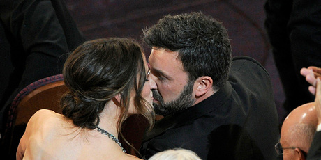 Ben Affleck kisses his wife Jennifer Garner after winning the Oscar for best picture. Photo/AP