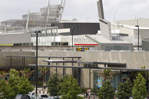 Suzanne Grae clothing stores are due to be shut down across New Zealand. There are 19 across the country, including one in Auckland's Sylvia Park mall (pictured). Photo / NZ Herald