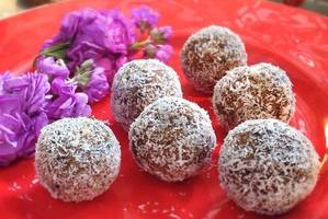 Crunchy chocolate superfood balls.