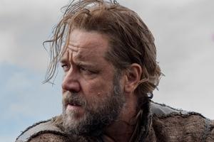 Russell Crowe has revealed he broke down on set during Noah.
