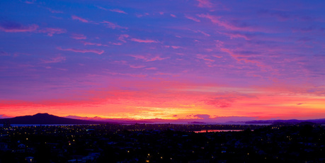 The sunrise in Auckland this morning. Photo / Rob Stutton