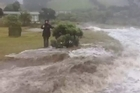 Ex tropical cyclone Lusi hits Sandy Bay. Reader video / Regan Low