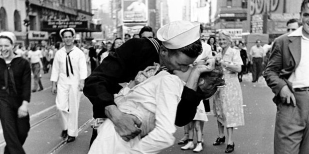 A snapshot of 'VJ Day a Times Square, New York, NY, 1945' by Alfred Eisenstaedt. Photo / Getty Images