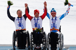 Christoph Kunz (C) of Switzerland celebrates winning the gold medal with silver medalist Corey Peters (L) of New Zealand and bronze medalist Roman Rabl of Austria. Photo / Getty Images.